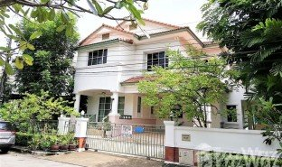 3 Bedrooms Property for sale in Dokmai, Bangkok Mantana Onnut-Wongwaen