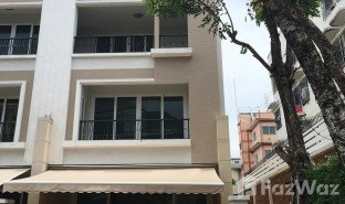 3 Bedrooms Townhouse for sale in Bang Khlo, Bangkok Baan Klang Krung Sathon-Charoenrat
