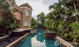 6 Bedrooms Property for sale in Phra Khanong Nuea, Bangkok