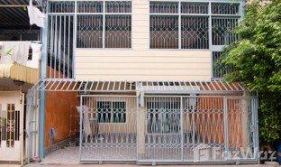 3 Bedrooms Property for sale in Huai Khwang, Bangkok