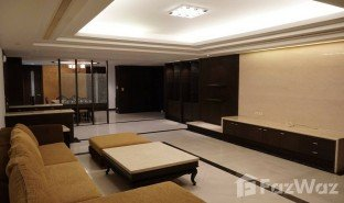 3 Bedrooms Property for sale in Khlong Tan Nuea, Bangkok Oriental Towers