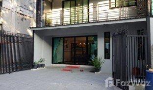 曼谷 Khlong Chan 4 卧室 联排别墅 售