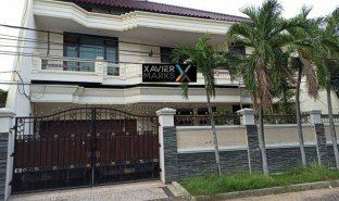 5 Bedrooms Property for sale in Tegal Sari, East Jawa