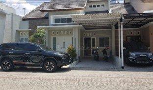3 Bedrooms Property for sale in Tambakrejo, East Jawa