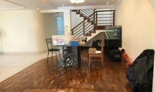 5 Bedrooms Property for sale in One tree hill, Central Region