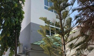 4 Bedrooms Property for sale in Phra Khanong Nuea, Bangkok