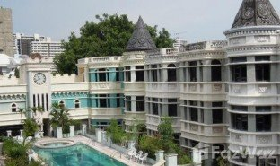 3 Bedrooms Townhouse for sale in Khlong Toei Nuea, Bangkok Moo Baan Chicha Castle