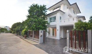 4 Bedrooms Property for sale in Dokmai, Bangkok Ruanrom Housing