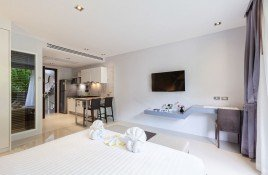 Studio Condo for sale in Patong, Phuket Emerald Terrace